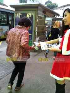 聖誕女郎宣傳派發 27